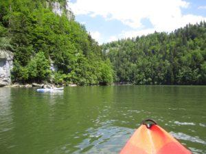 kayak dans le jura avec terrains d'aventures