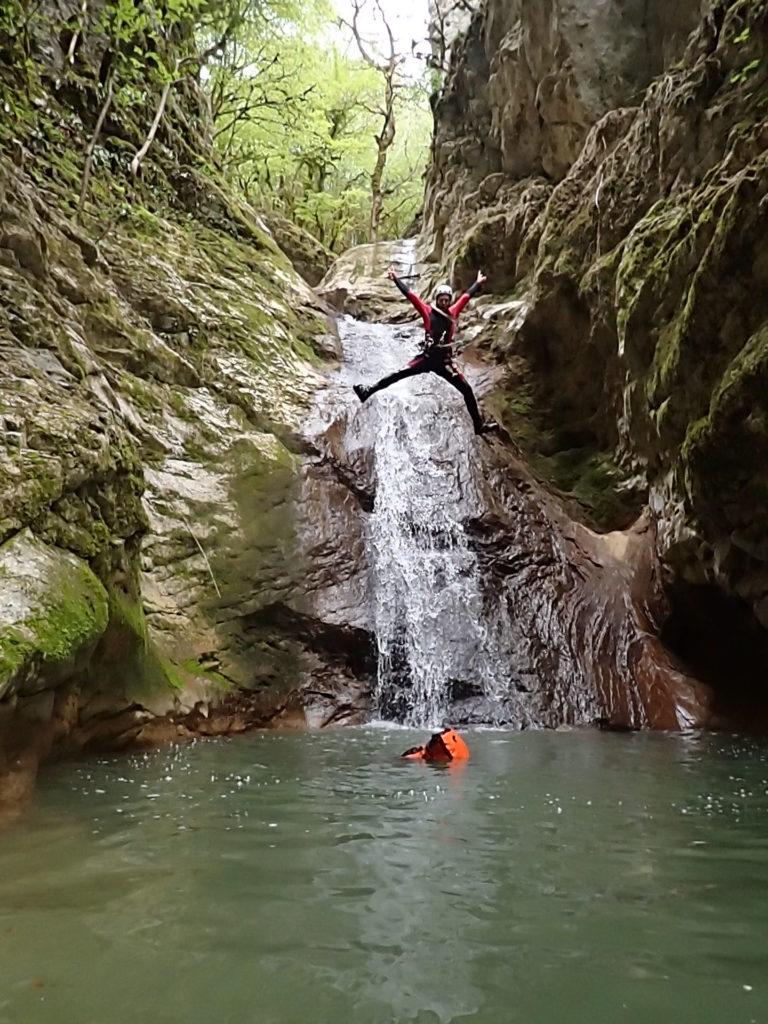 canyon dans le jura avec terrains d'aventures